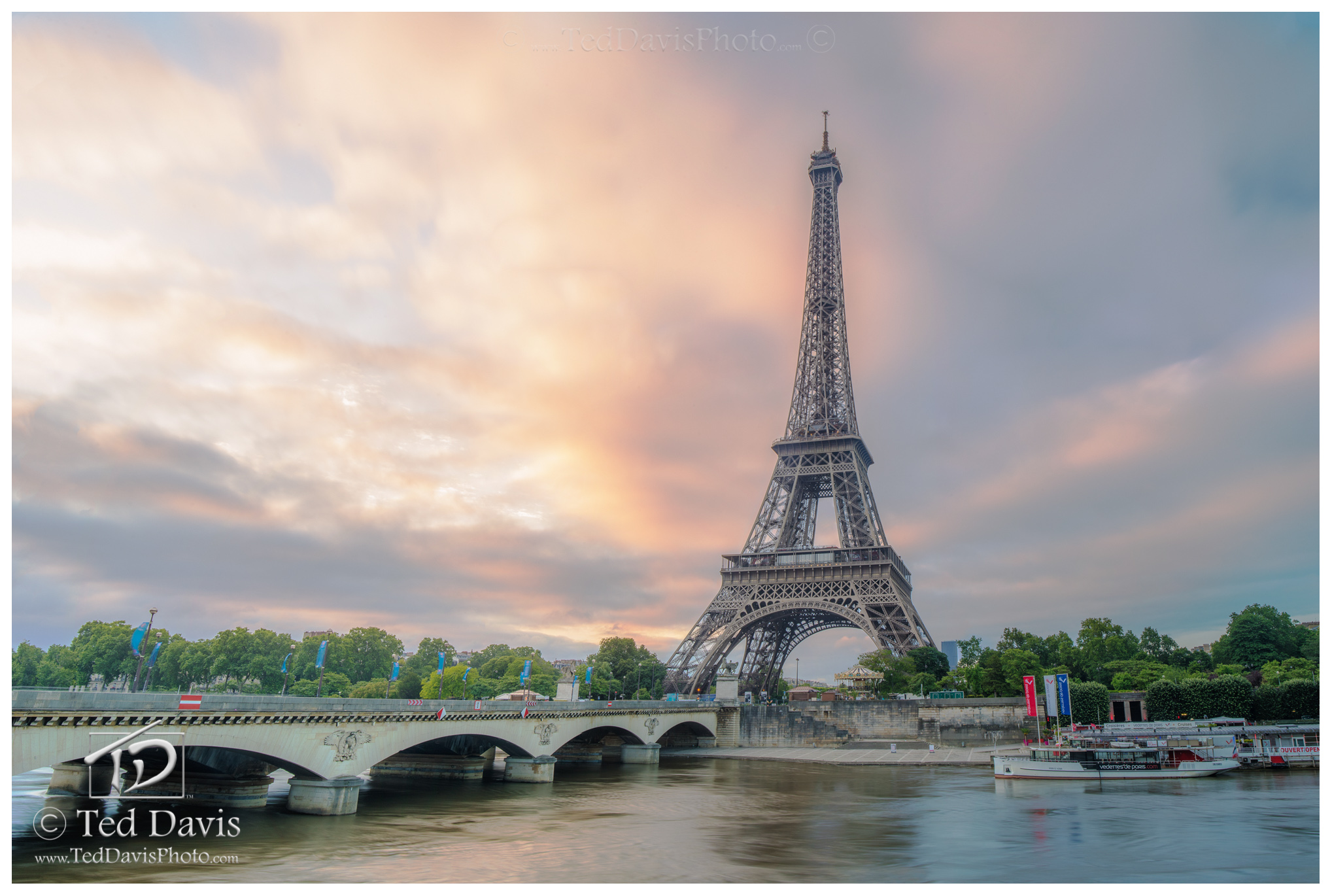 Tour, Tower, Eiffel, Paris, France, splendor, daylight, bronze, gold, seine, precious, horizon, clouds, sky, photograph, photo