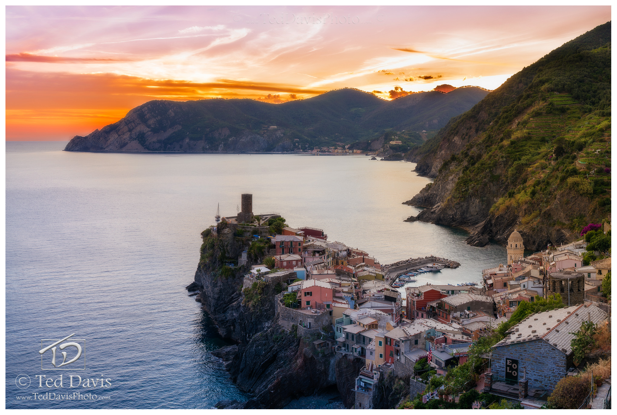 italy, tuscany, cinque terre, sunset, sunrise, vernazza, ancient, beauty, photography, ocean, reflection, backpacking, photo